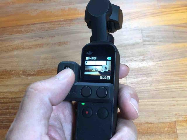 「Osmo Pocket コントローラーホイール」:固定モード時のチルト操作に便利、一定スピードのパン撮影にも