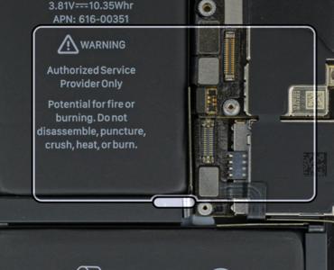 iPhoneの画面に「四角い枠」が出た時の消す方法【iPhone操作】老眼世代には慣れれば便利な「ズーム機能」