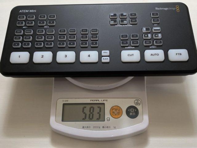 Blackmagic Design ATEM Miniサイズは10.3 x 23.7 x 3.5 cm。 重量は実測583g(公称549g)