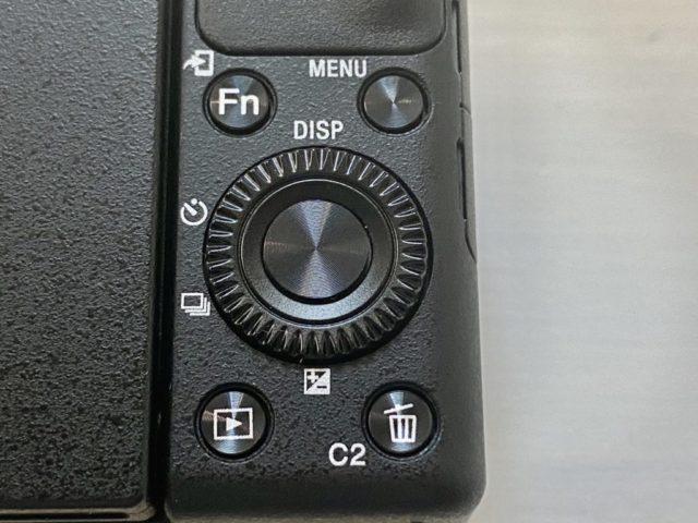 ZV-1の設定関連の操作ボタンは背面右下に集中