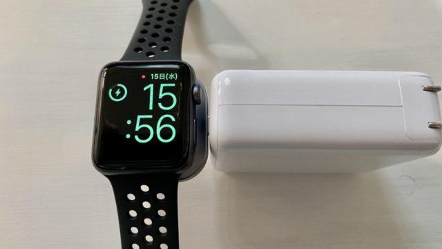 Anker PowerCore3 Fusion 5000とSatechi USB-C Apple Watch充電ドックでApple Watch充電