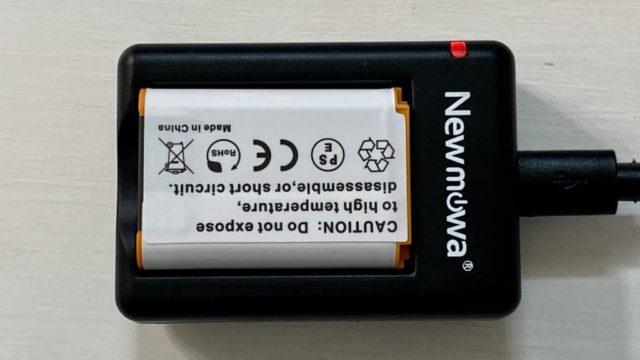 Newmowa NP-BX1 充電器キット充電中はLEDランプが赤く光ります